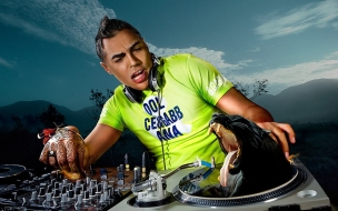 Dj mezclando musica