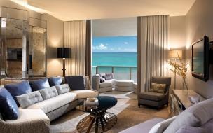 Sala con vista al mar