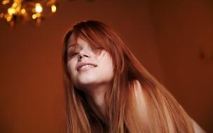 Una pelirroja cabello liso