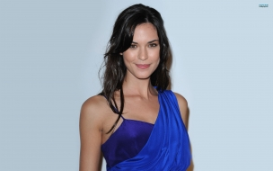 La bella Odette Annable