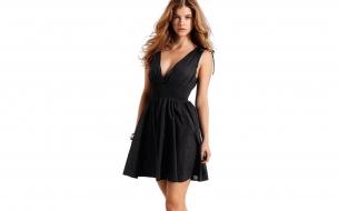 Barbara Palvin vestido negro