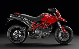 Moto Ducati Hypermotard