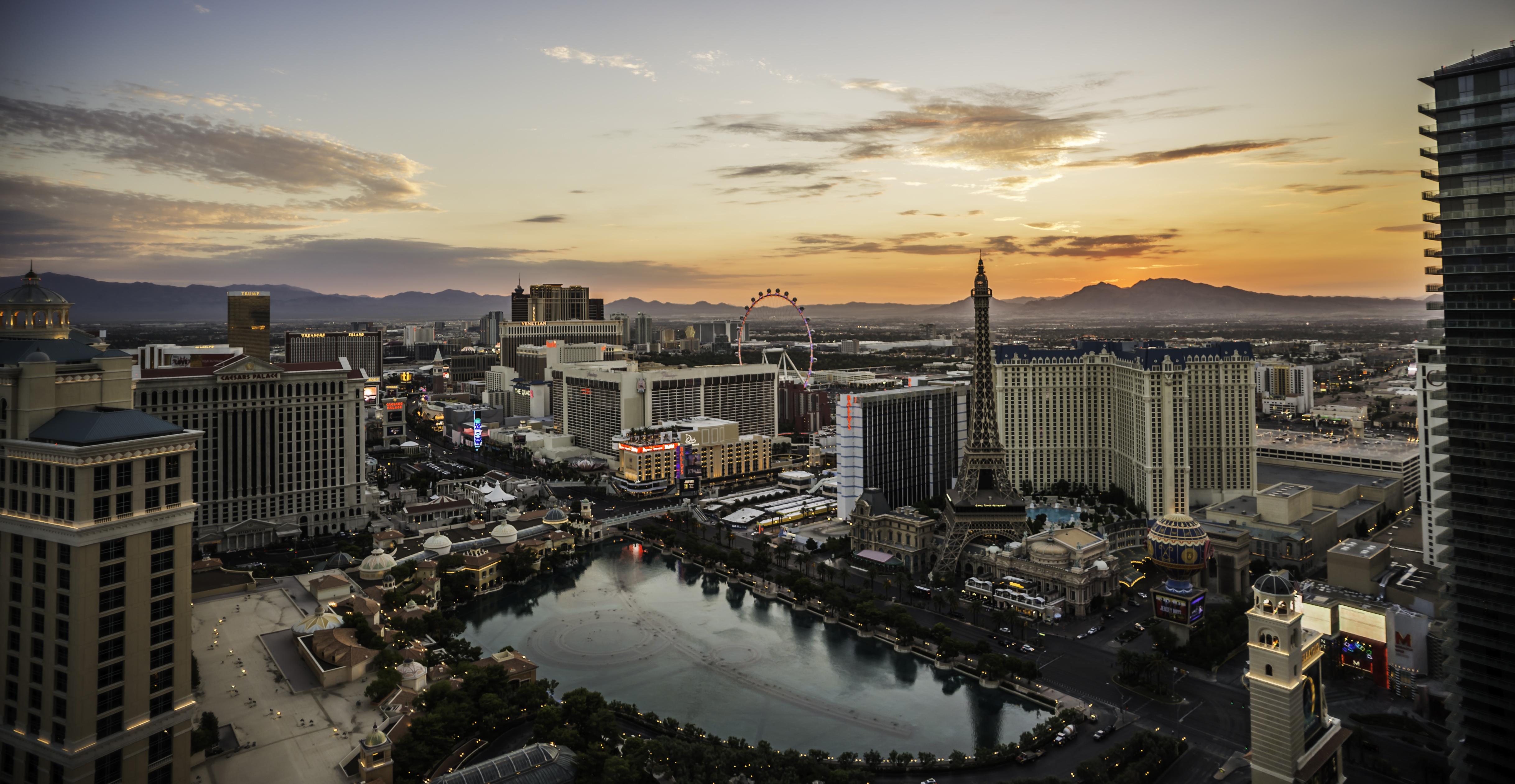 Amanecer en Las Vegas - 4872x2523