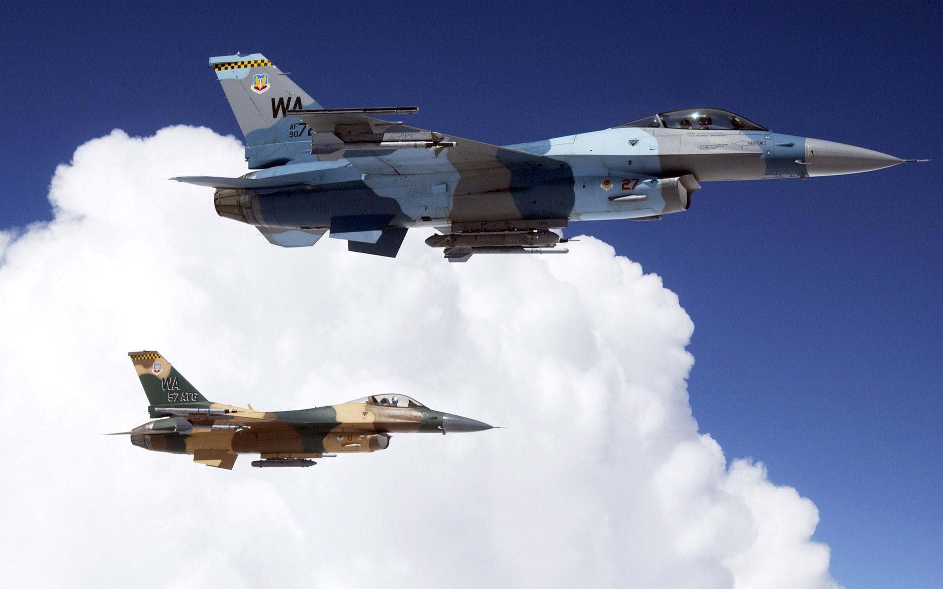 Avion F-16 volando - 1920x1200