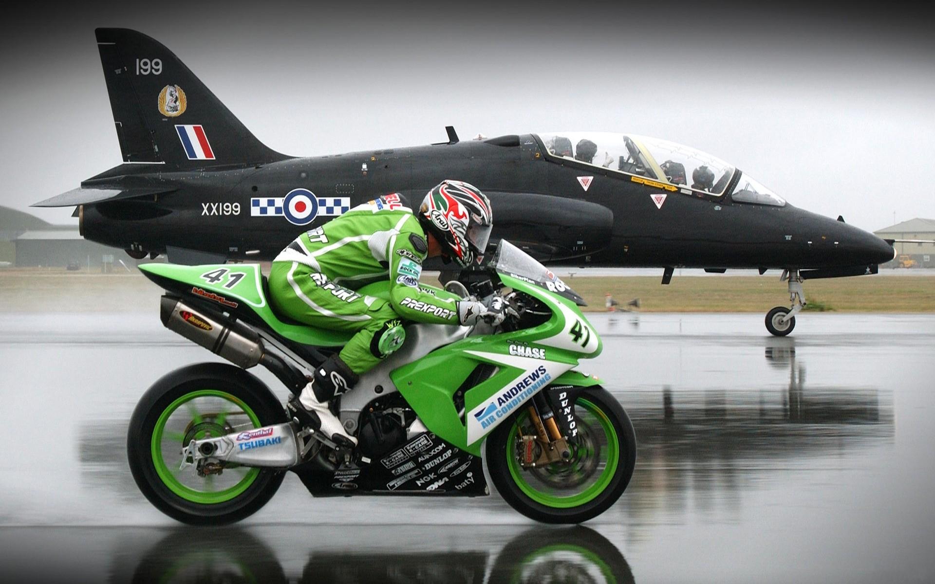 Carrera de Avión vs Moto - 1920x1200