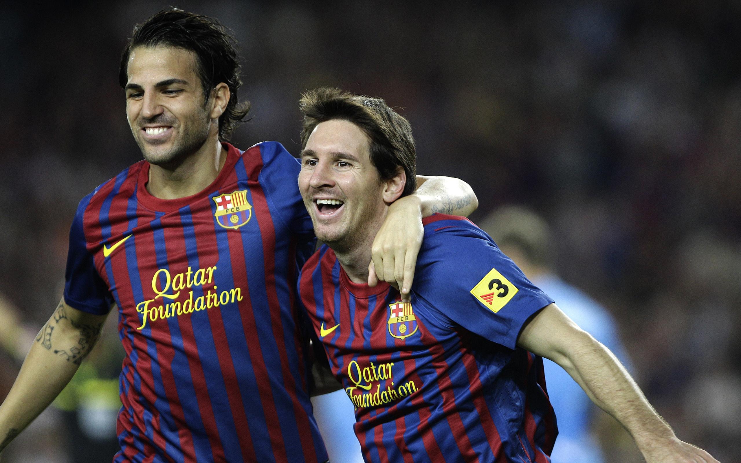 Cesc Fabregas y Lionel Messi - 2560x1600