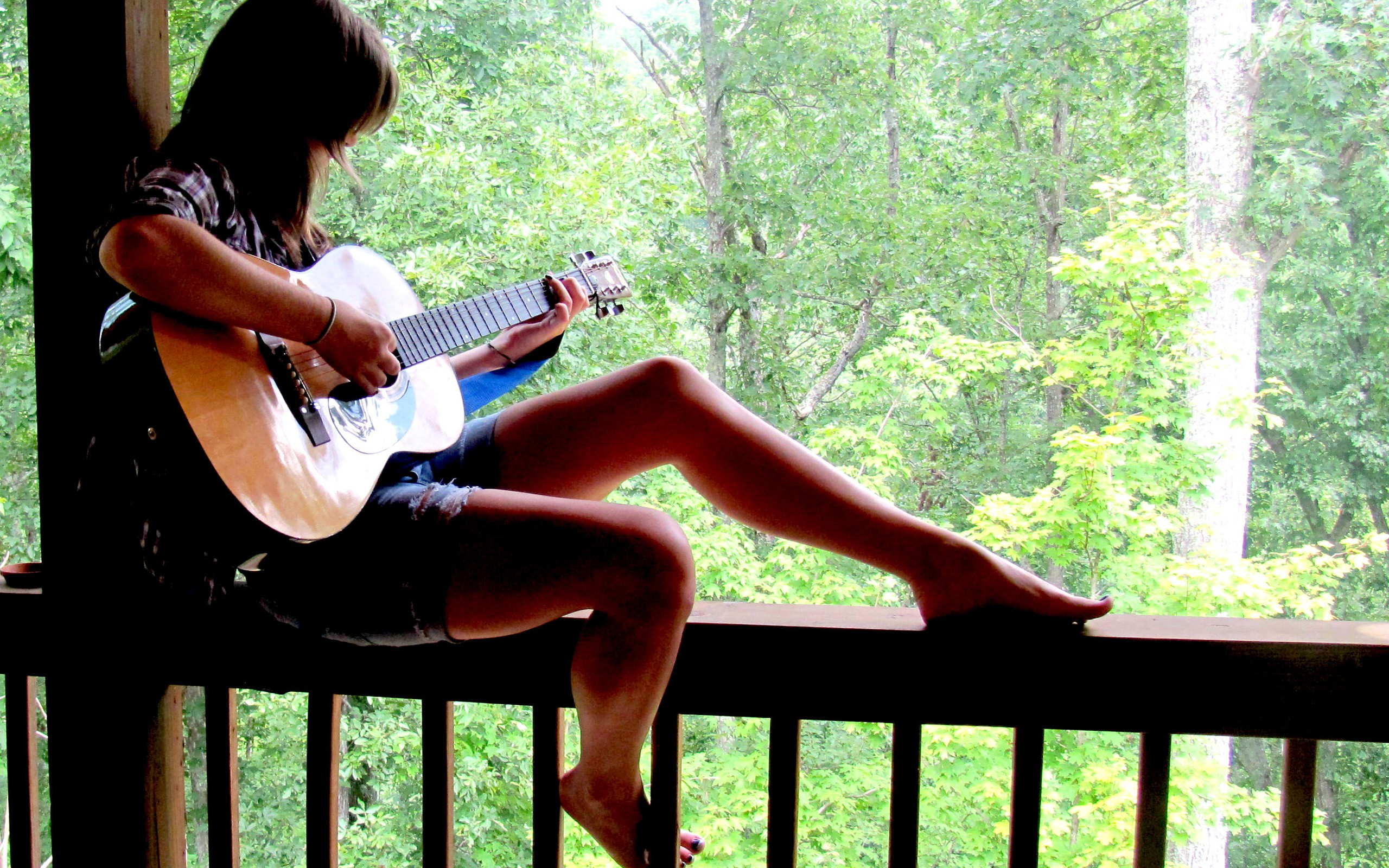Chica y guitarra hd 2560x1600  imagenes  wallpapers gratis