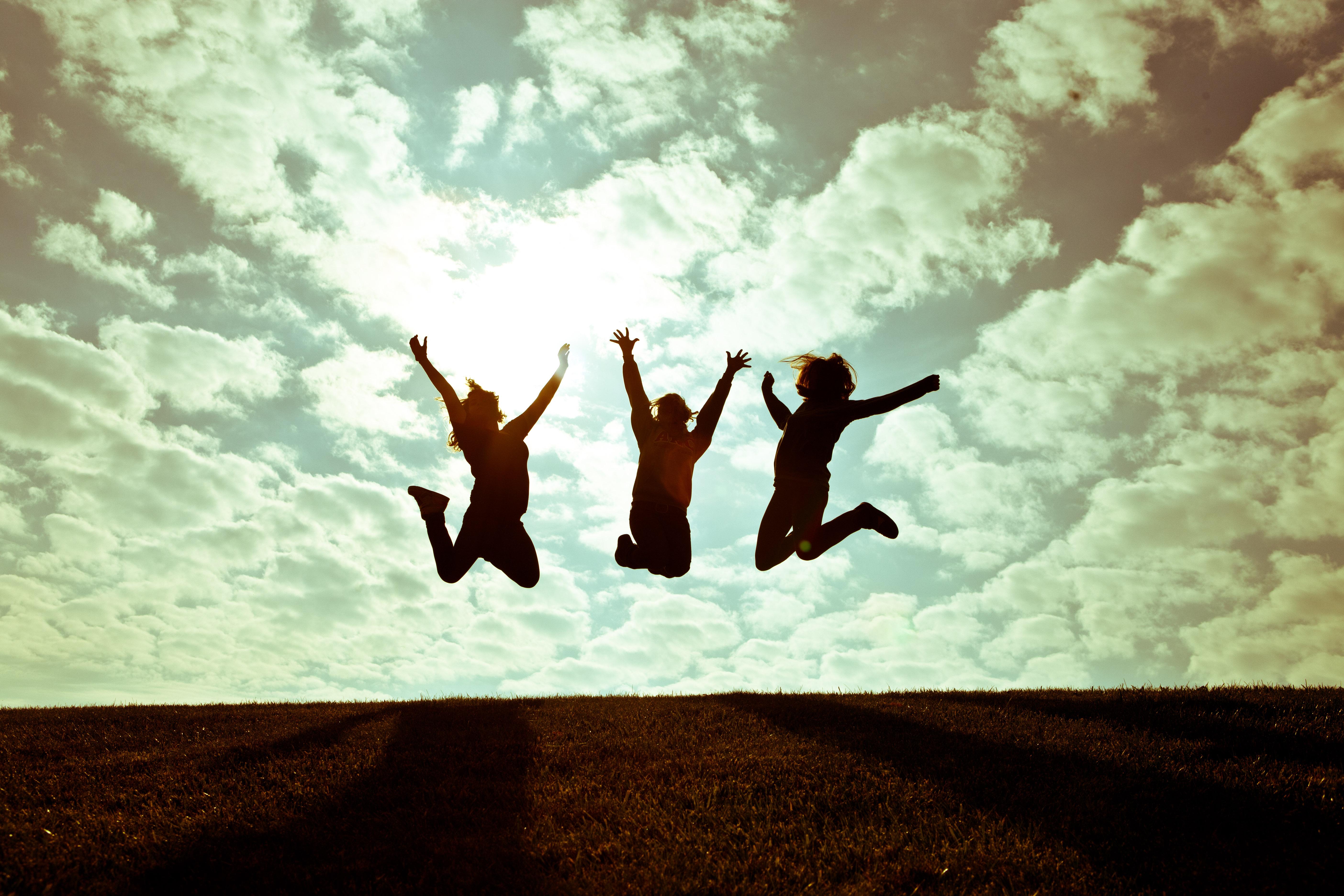 Chicas saltando - 5616x3744