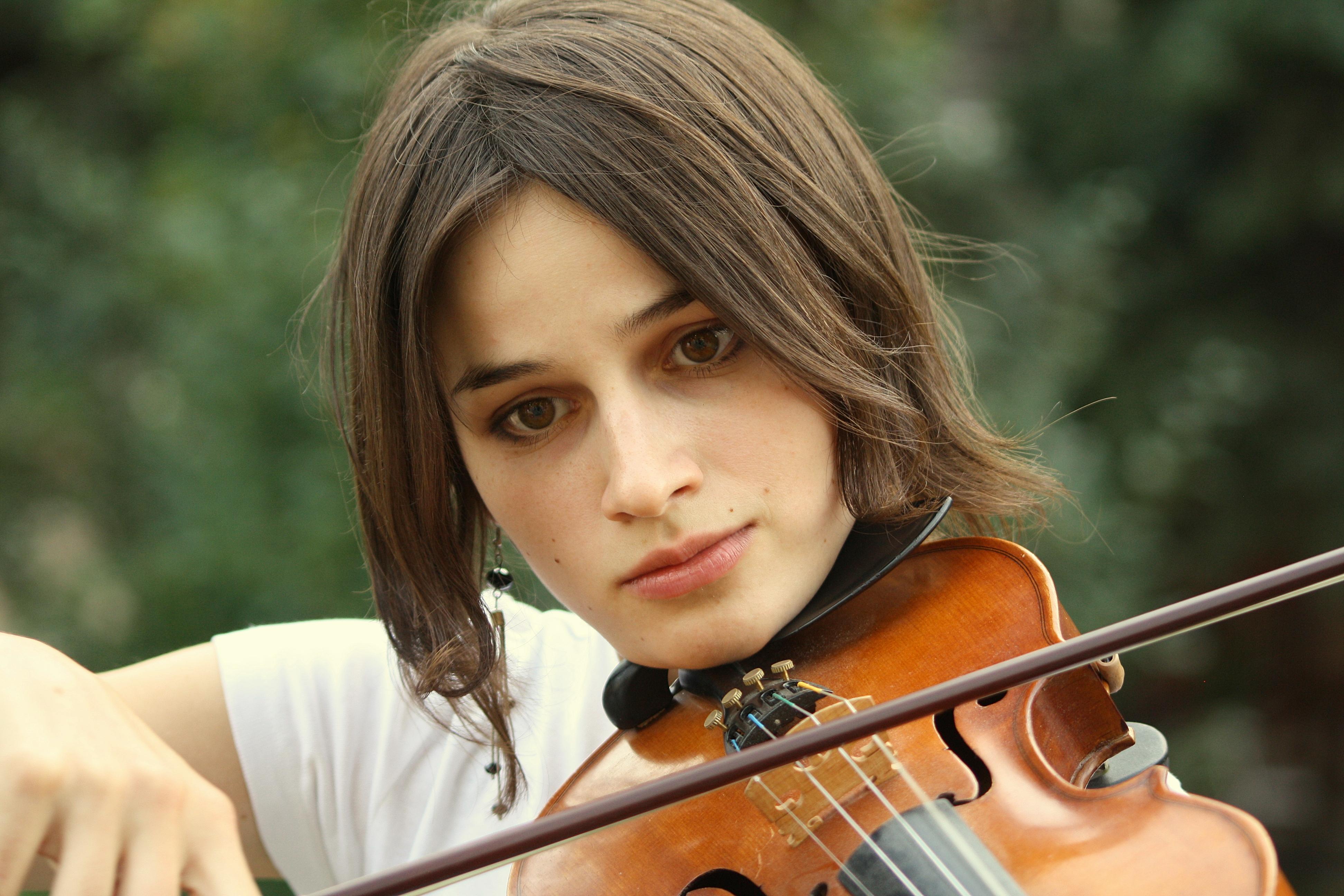 Chicas tocando violin - 3888x2592