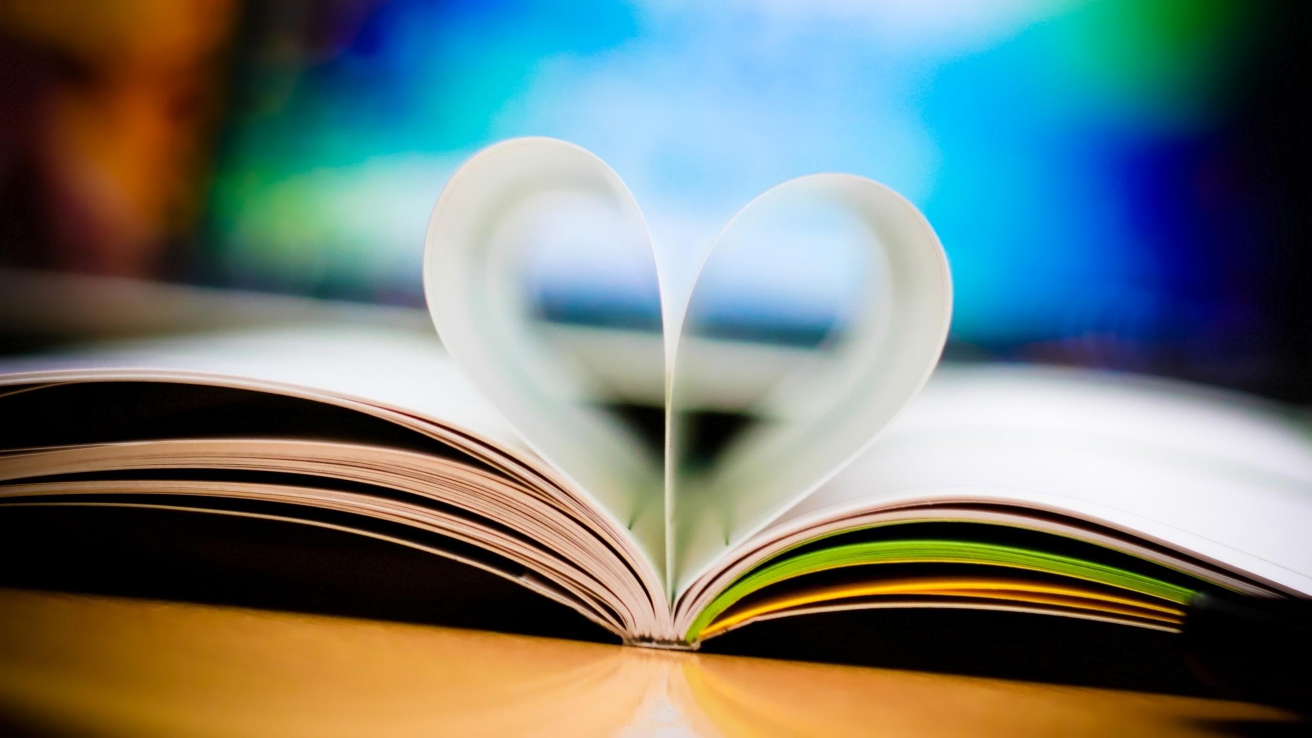 Corazón en hojas - 2560x1440