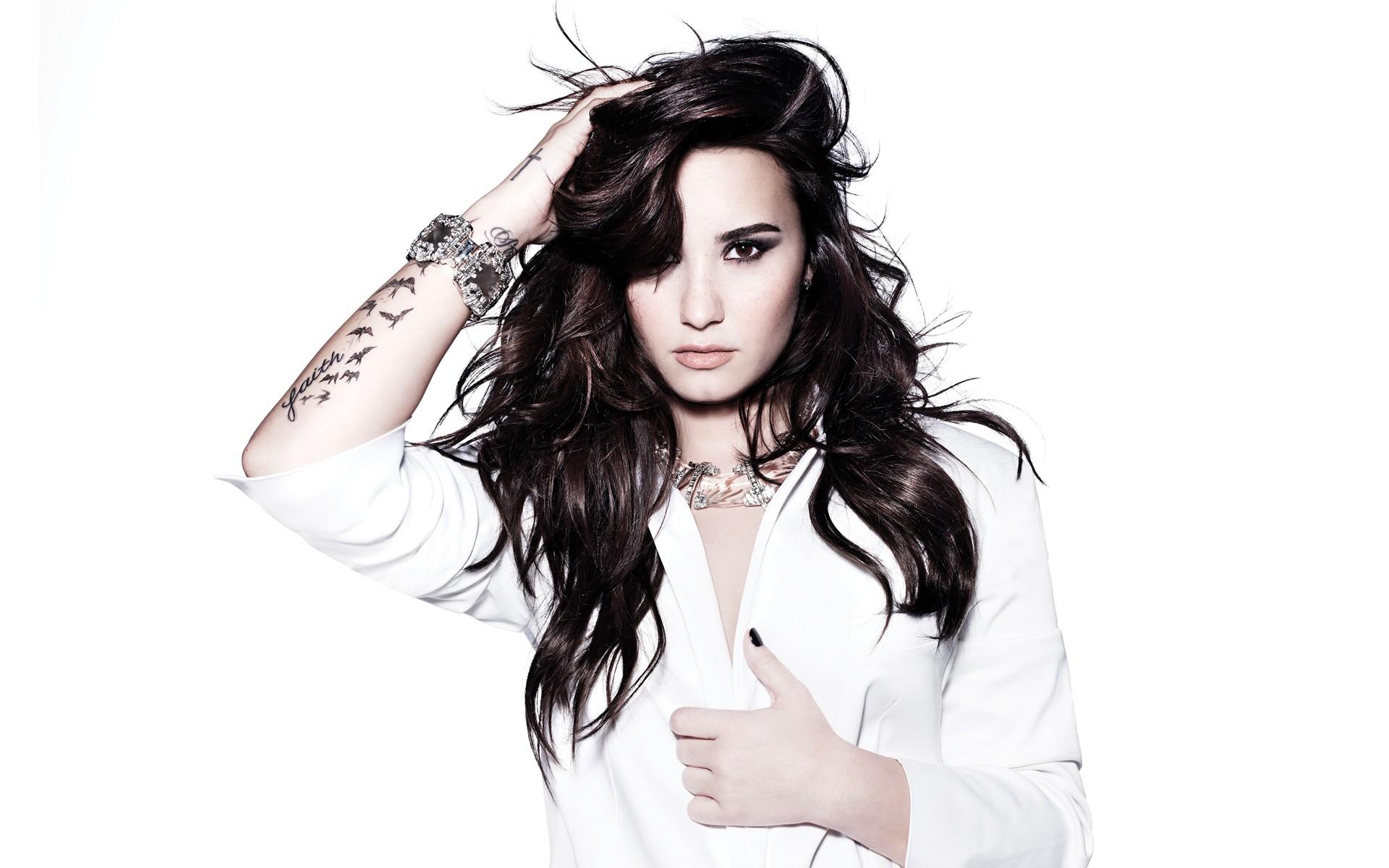 Demi Lovato cantante - 1920x1200