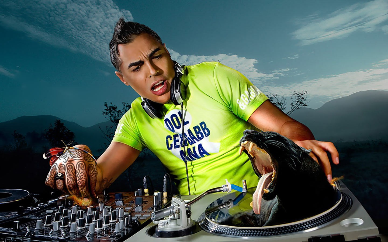 Dj mezclando musica - 1440x900