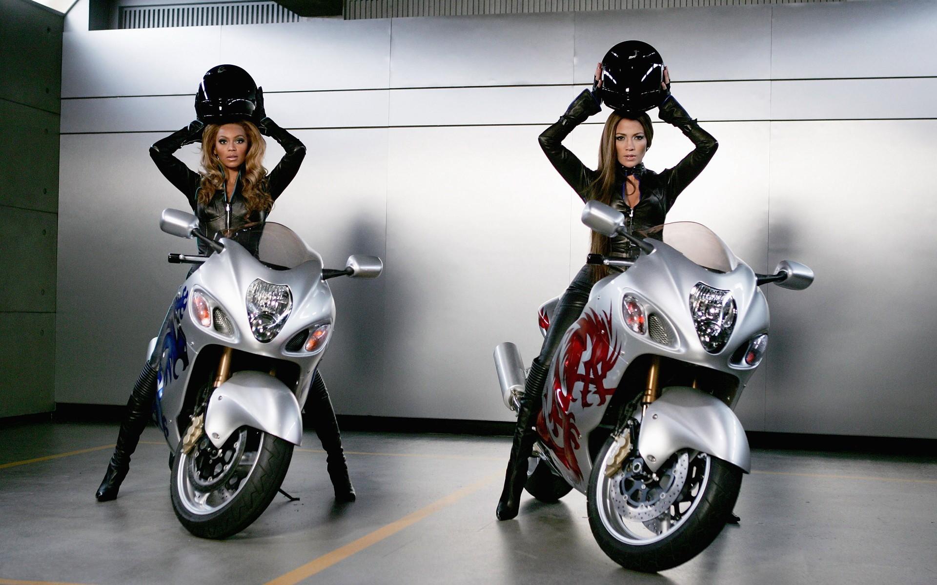 Famosas en motos - 1920x1200