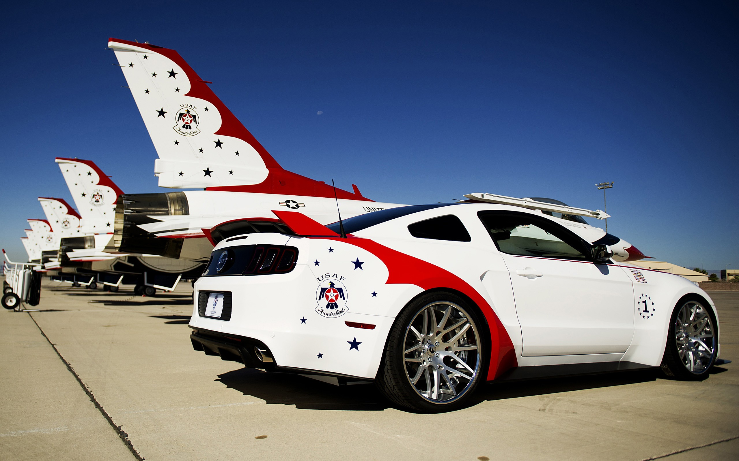 Ford Mustang GT vs US Air Force - 2560x1600