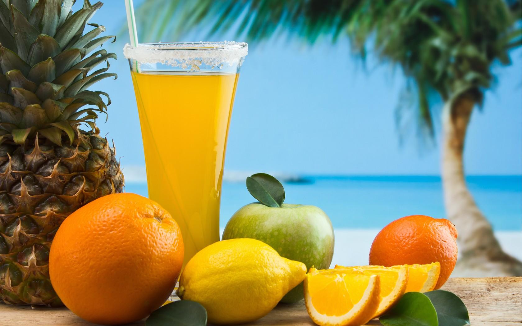 Frutas tropicales en playa - 1680x1050