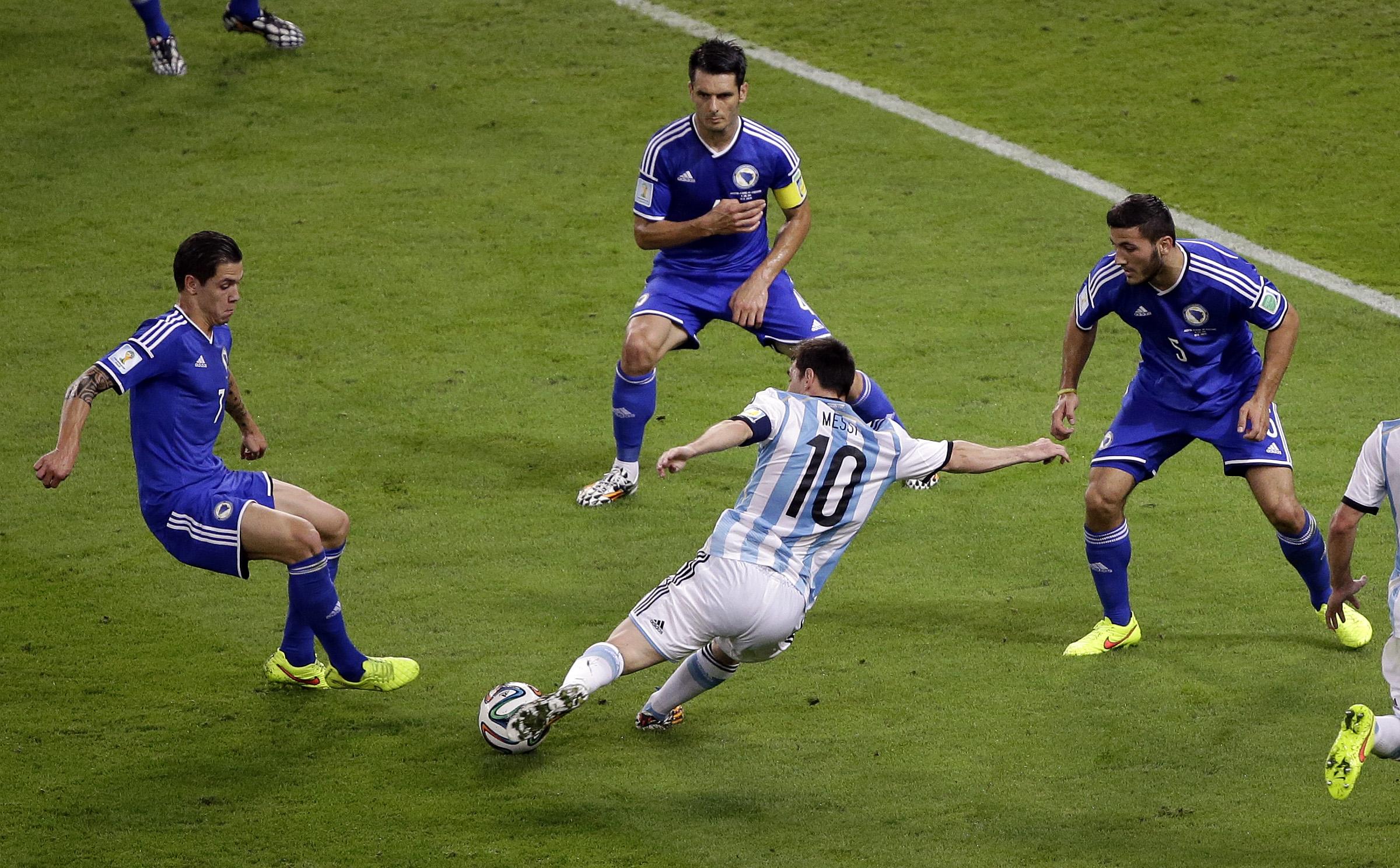 Gol de Messi a Bosnia - 2400x1488
