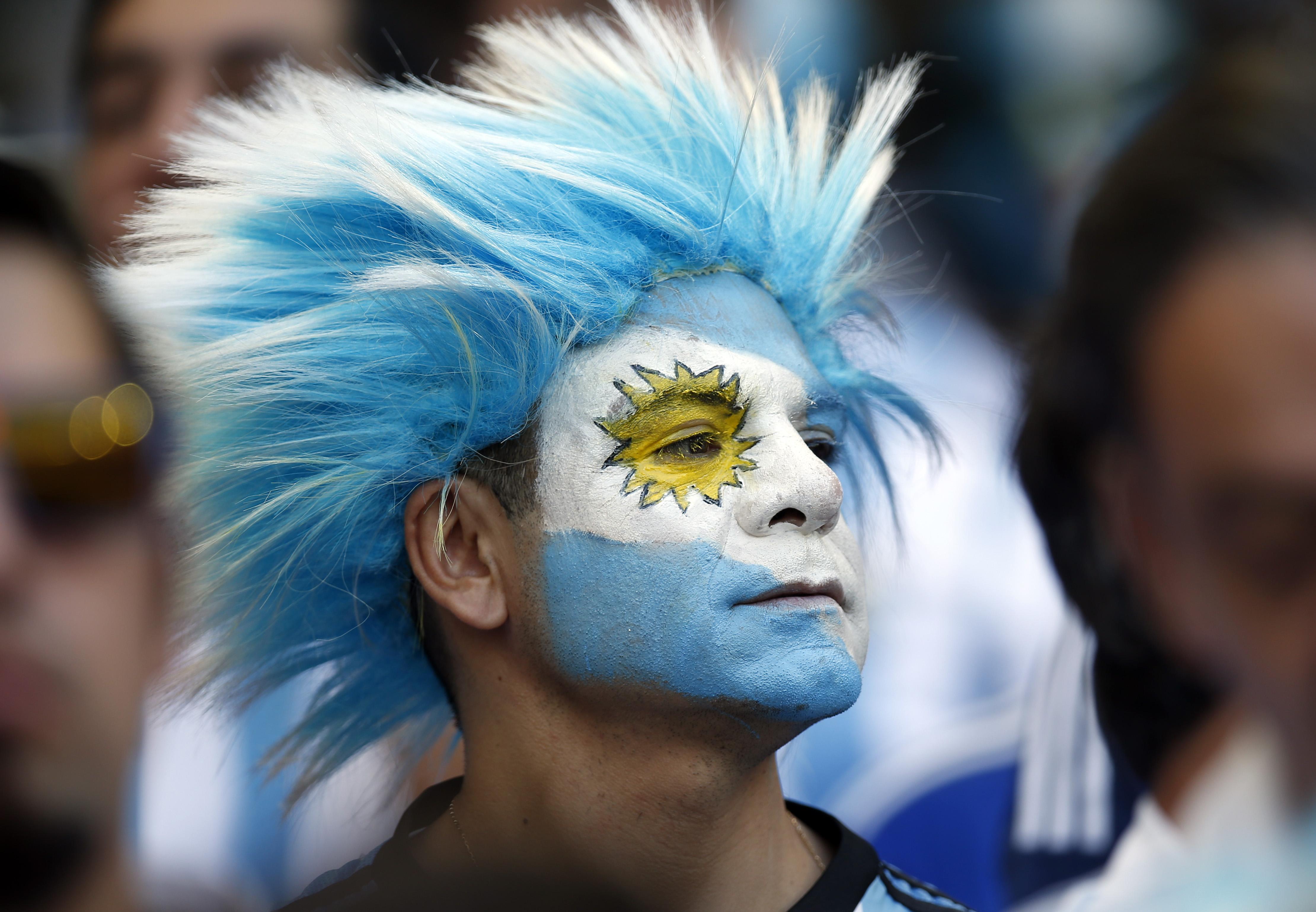 Hinchas Argentinos con cara pintada - 4440x3079