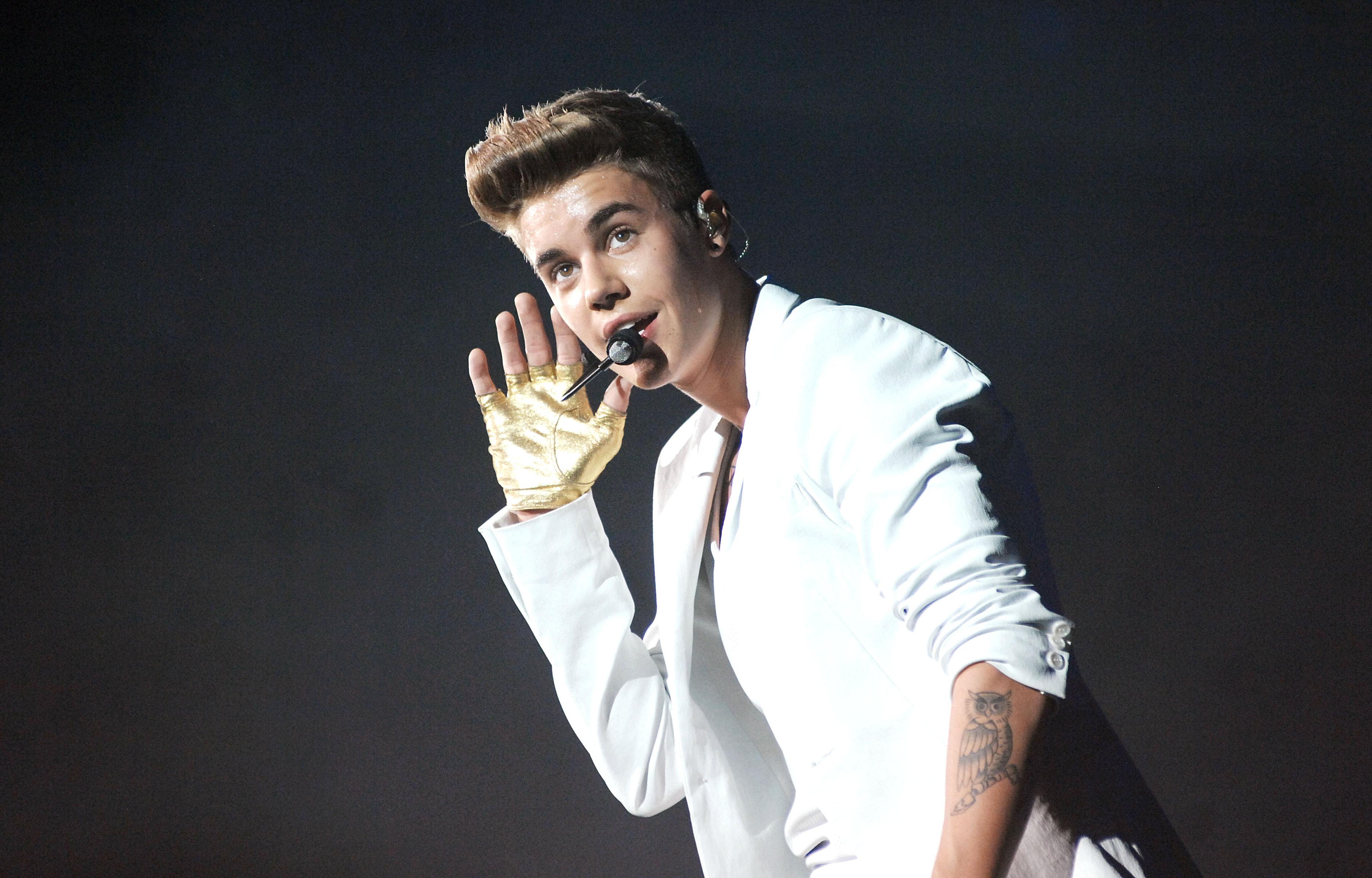 Justin Bieber en concierto - 3776x2416