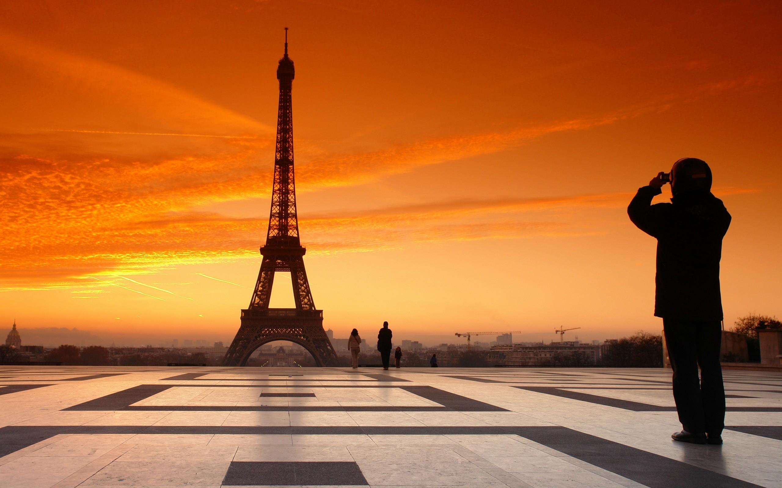 La Torre Eiffel en Paris - 2560x1600