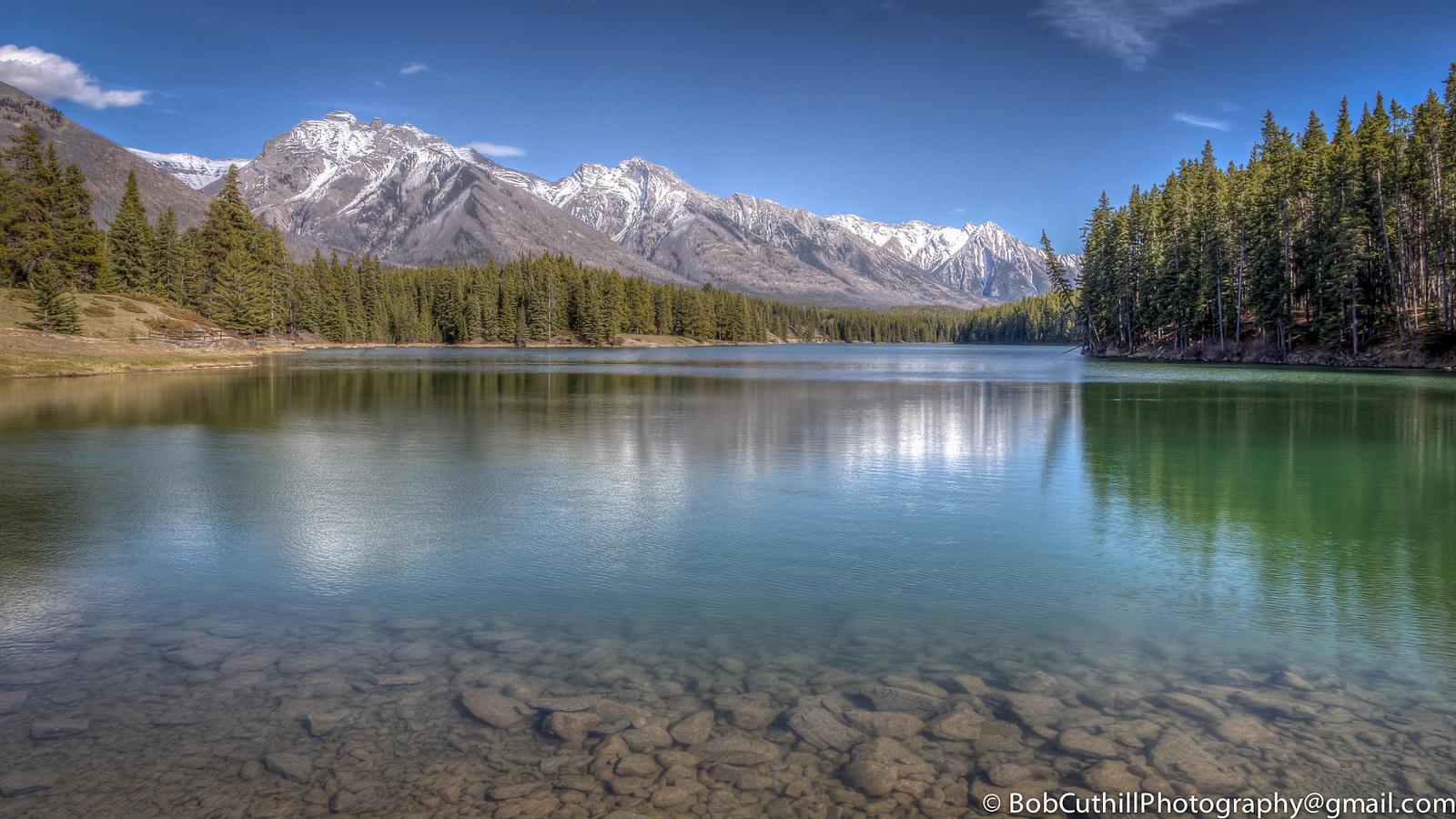 Lago Johnson en Canada - 1600x900