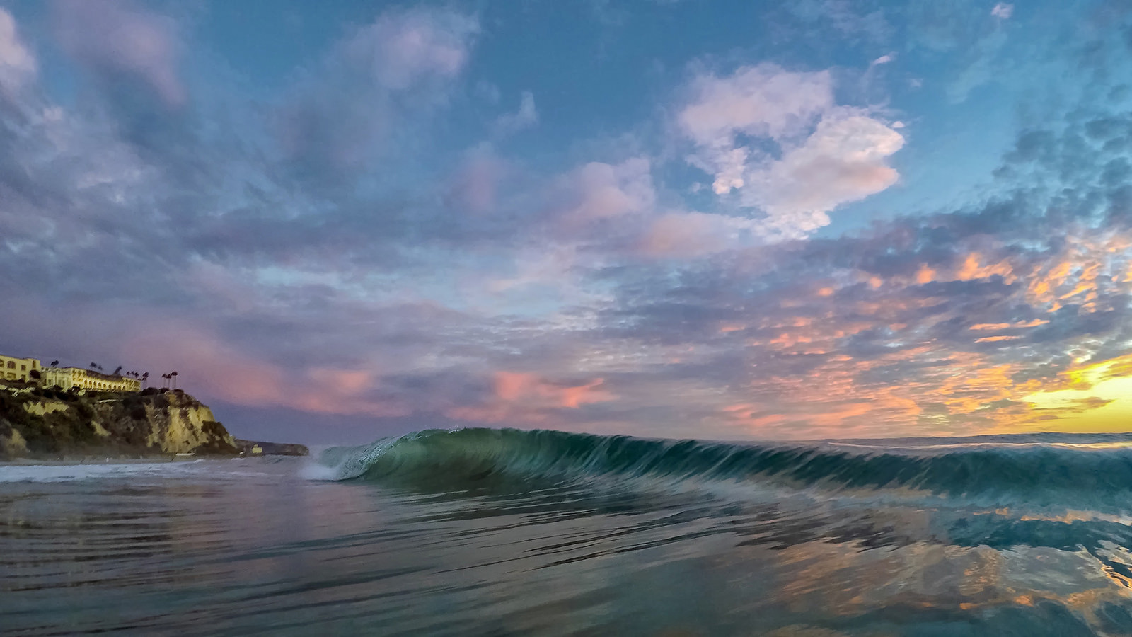 Las olas al atardecer - 1600x900