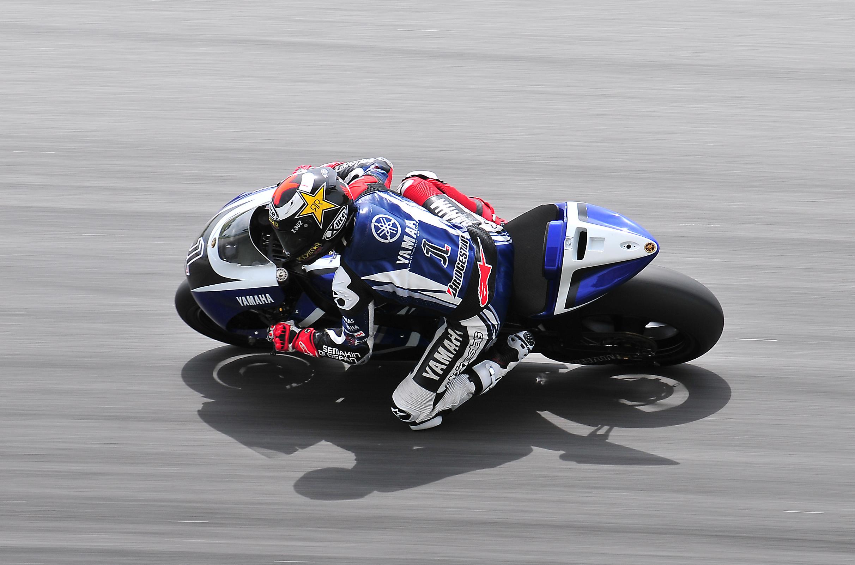 Moto Yamaha MotoGP - 2424x1602
