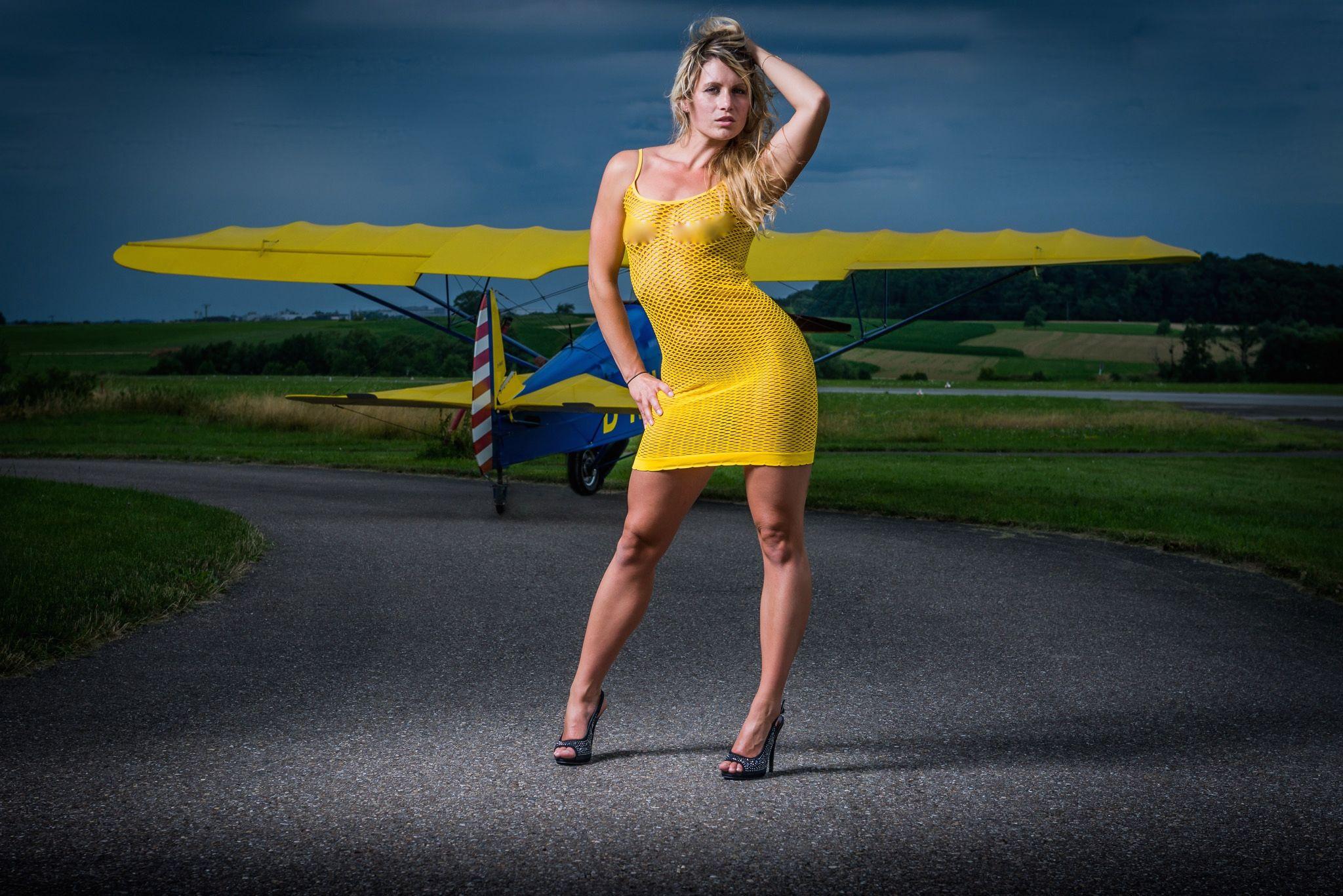 Mujeres y avionetas - 2048x1367