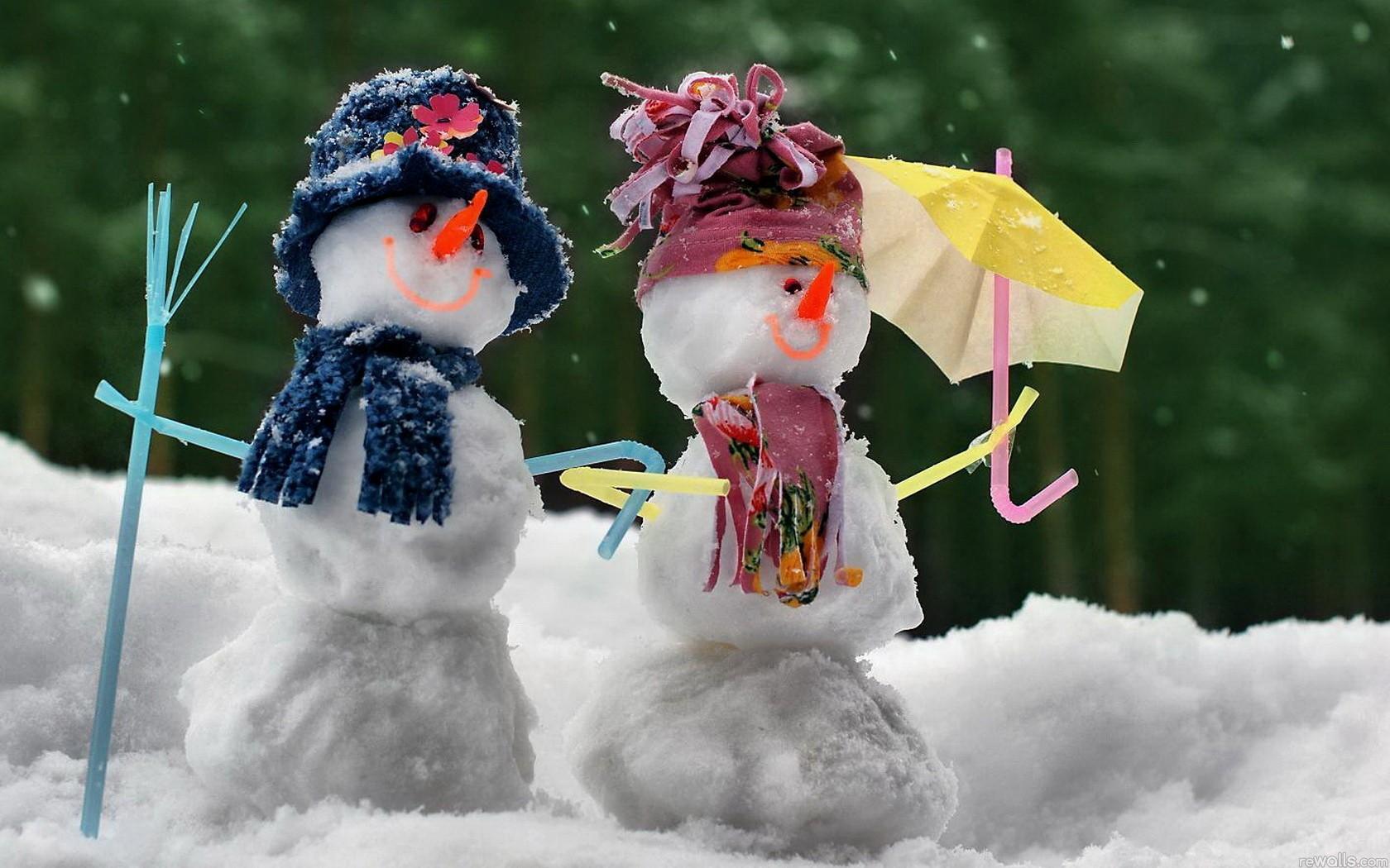 Muñecos hechos con nieve - 1680x1050
