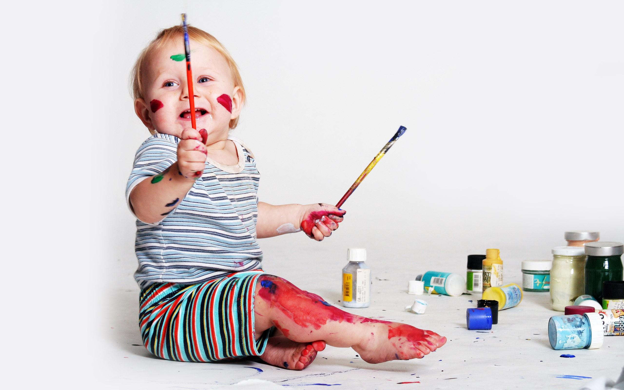 Niño artista - 2560x1600