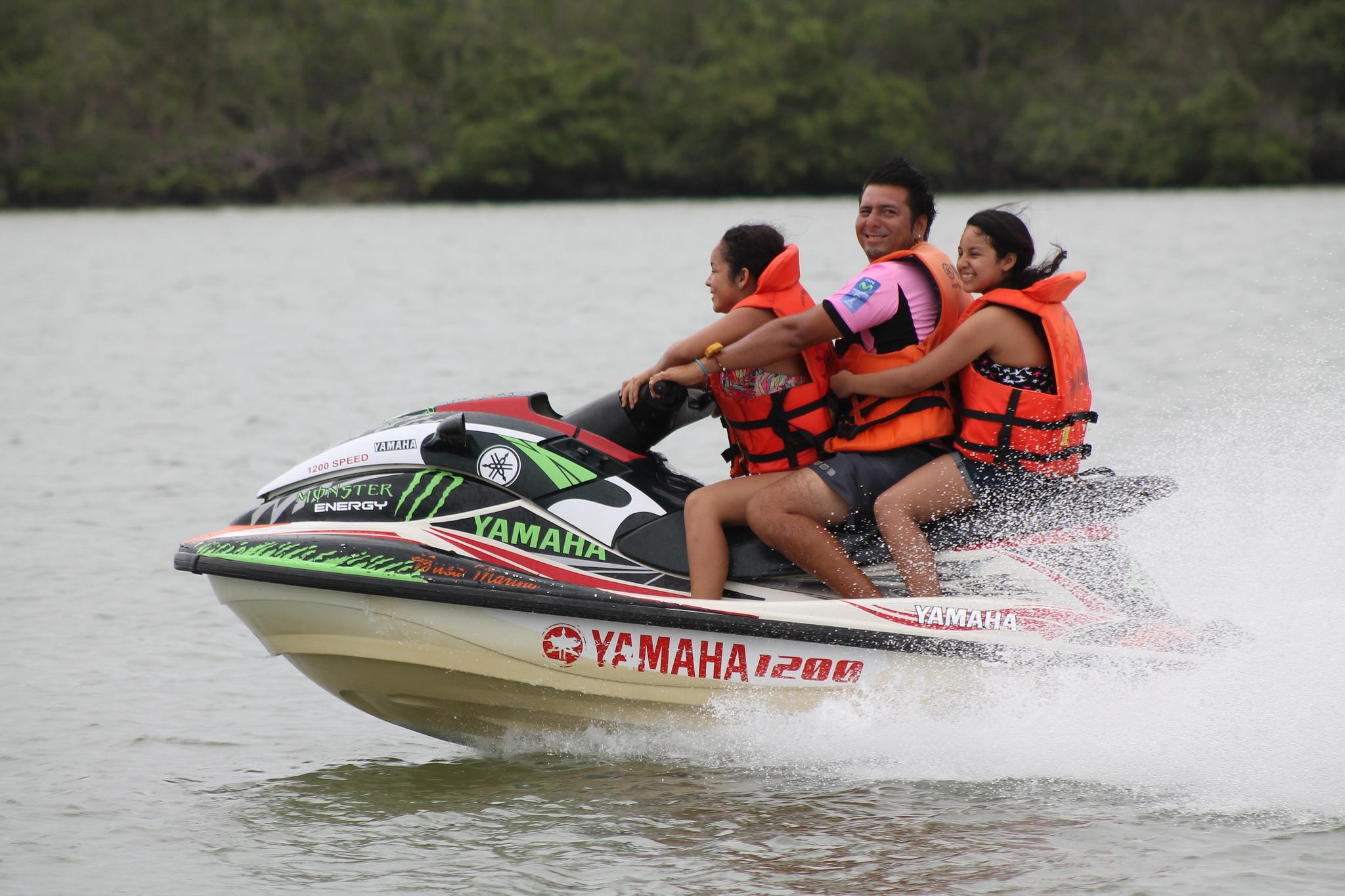 Paseos en motos acuáticas - 2048x1365