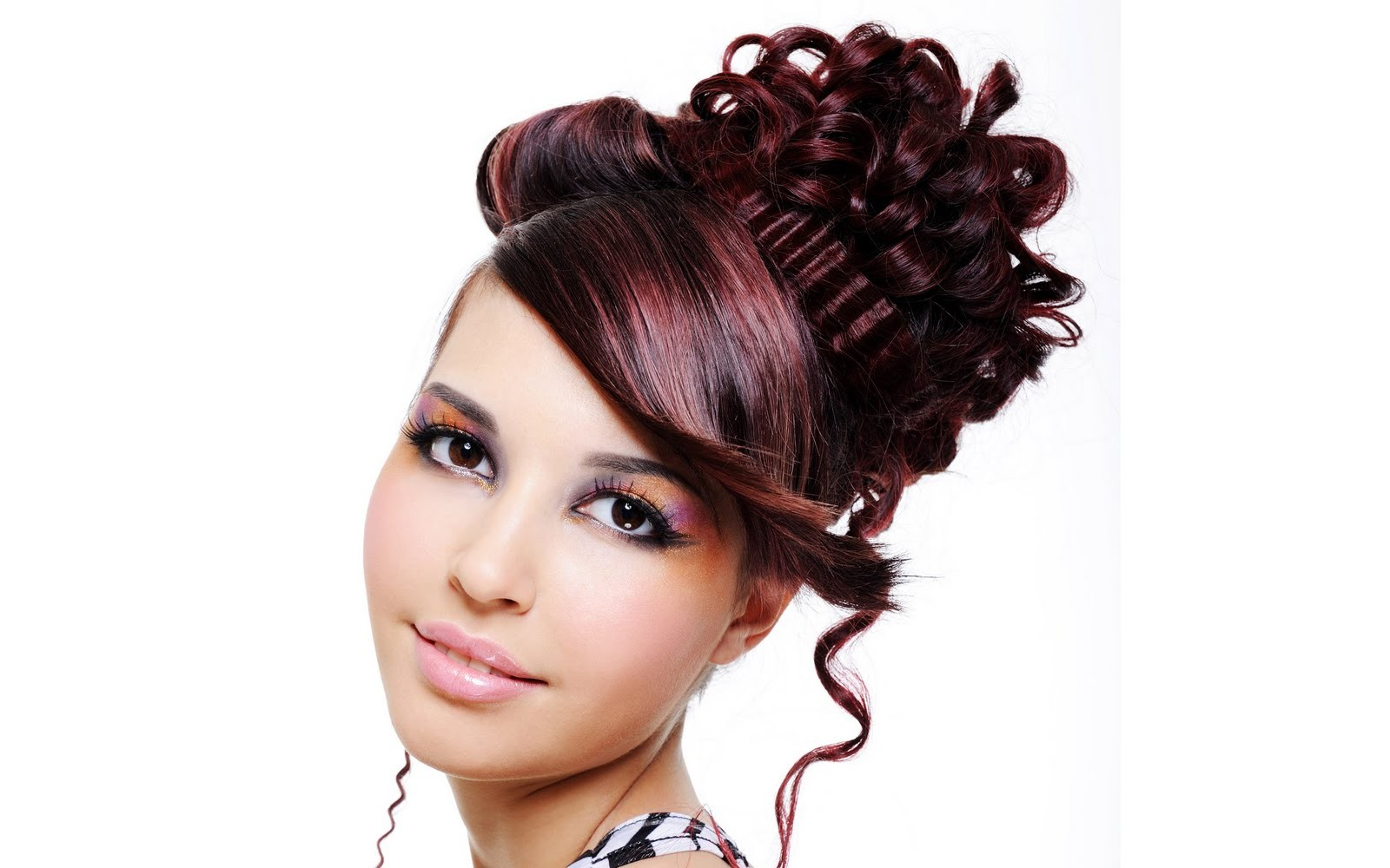 Peinados para fiestas elegantes - 1600x1000
