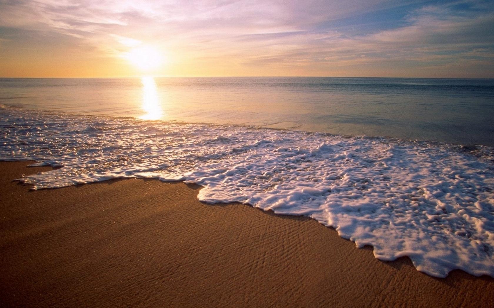 Playas y la espuma de las olas - 1680x1050