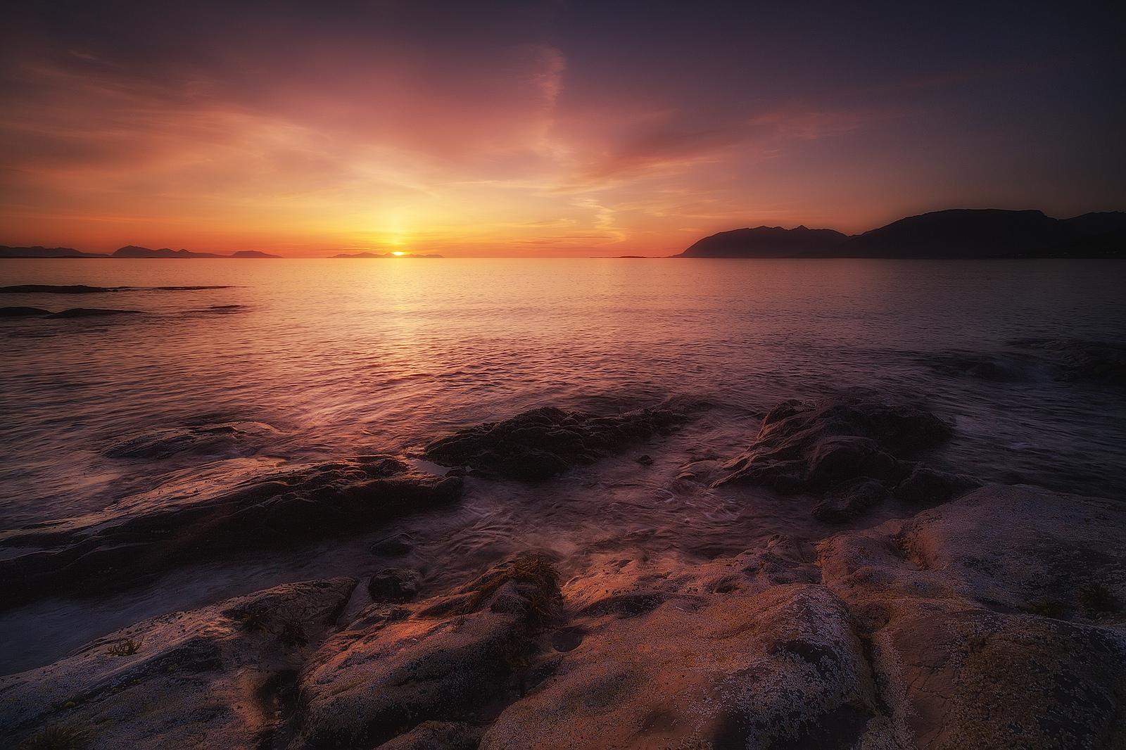 Puesta de sol en playa - 1600x1066