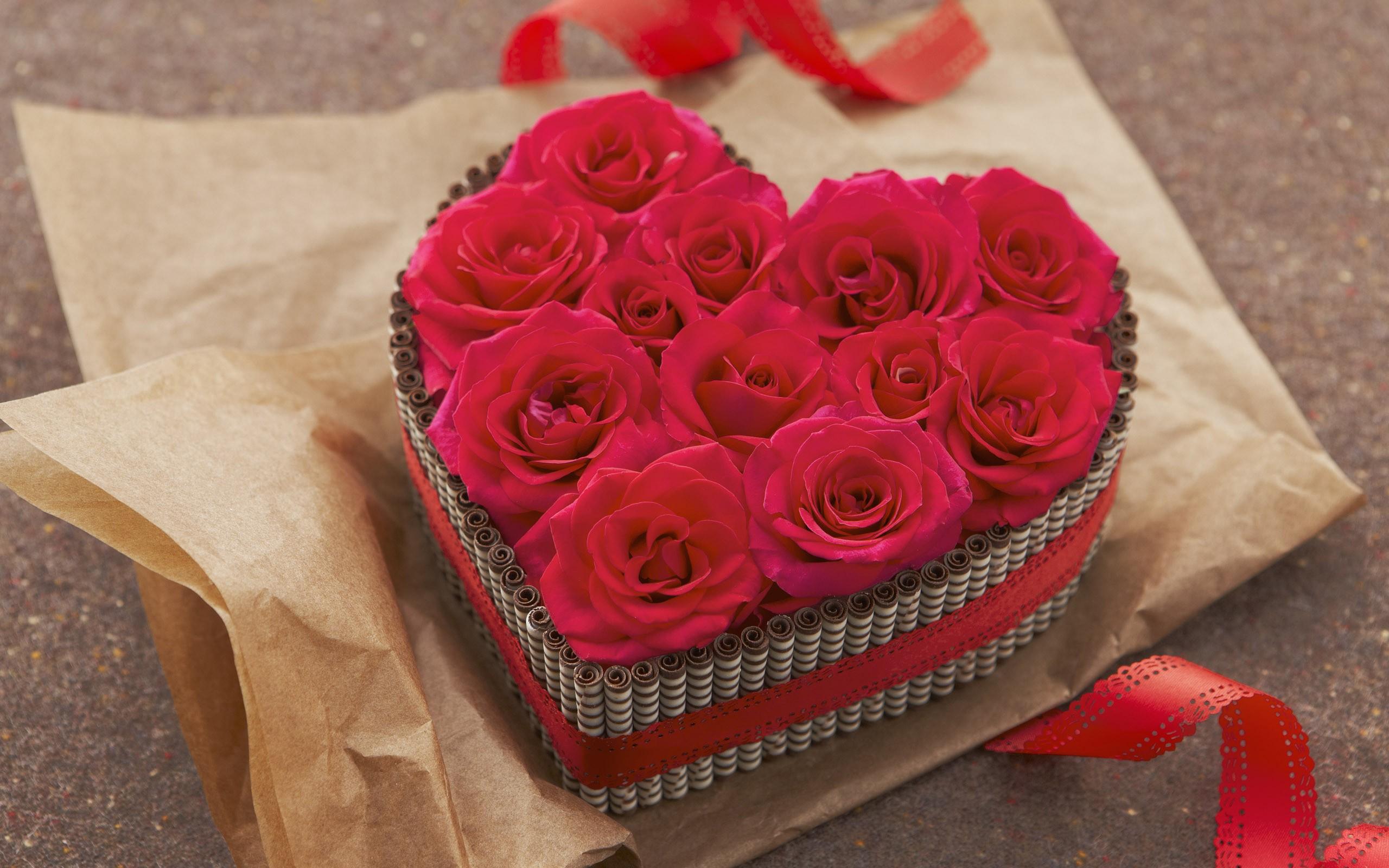 Regalo de rosas y corazones - 2560x1600