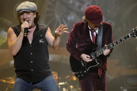 AC / DC en concierto - 480x320