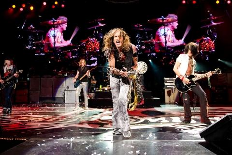 Aerosmith en concierto - 480x320