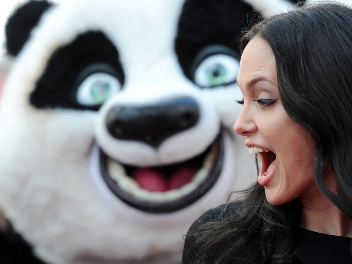 Angelina Jolie y un oso - 1152x864