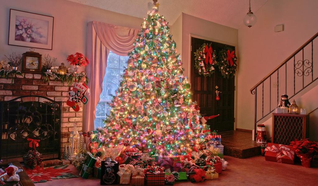 Arbol de navidad y decenas de regalos - 1024x600