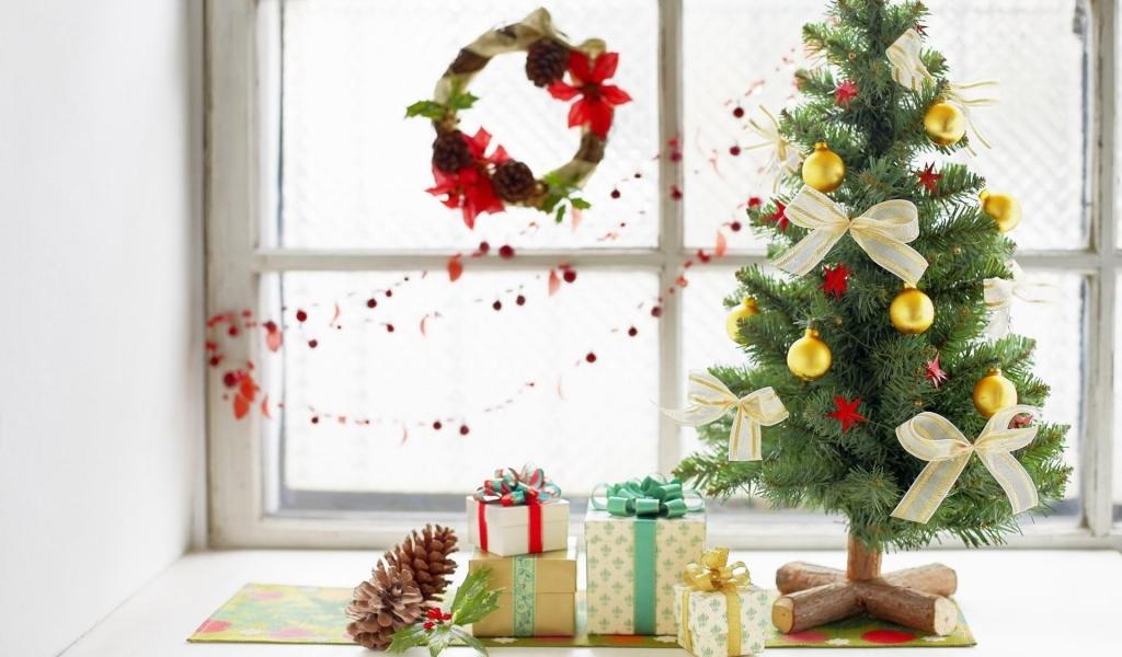 Arbol de navidad y regalos - 1024x600
