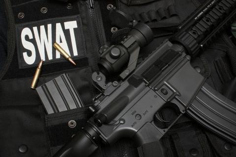 Armas y SWAT - 480x320