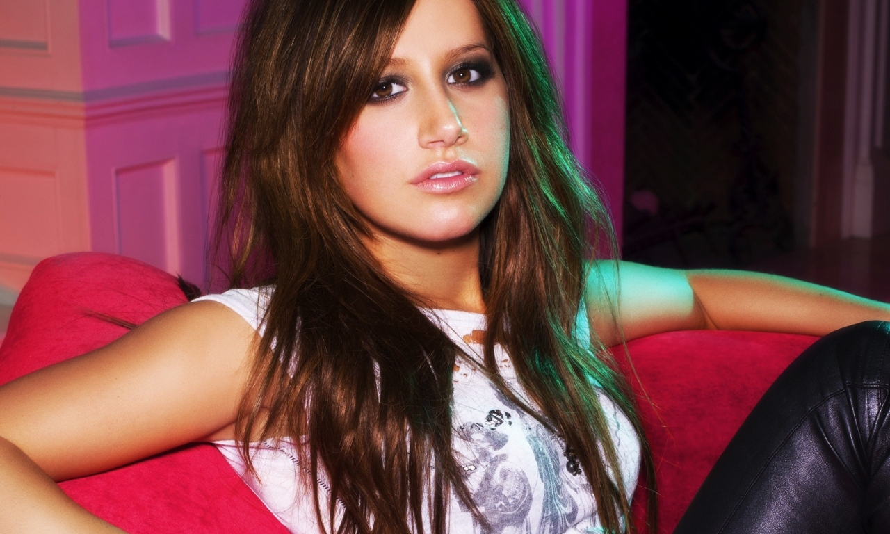 Ashley Tisdale hermosa - 1280x768