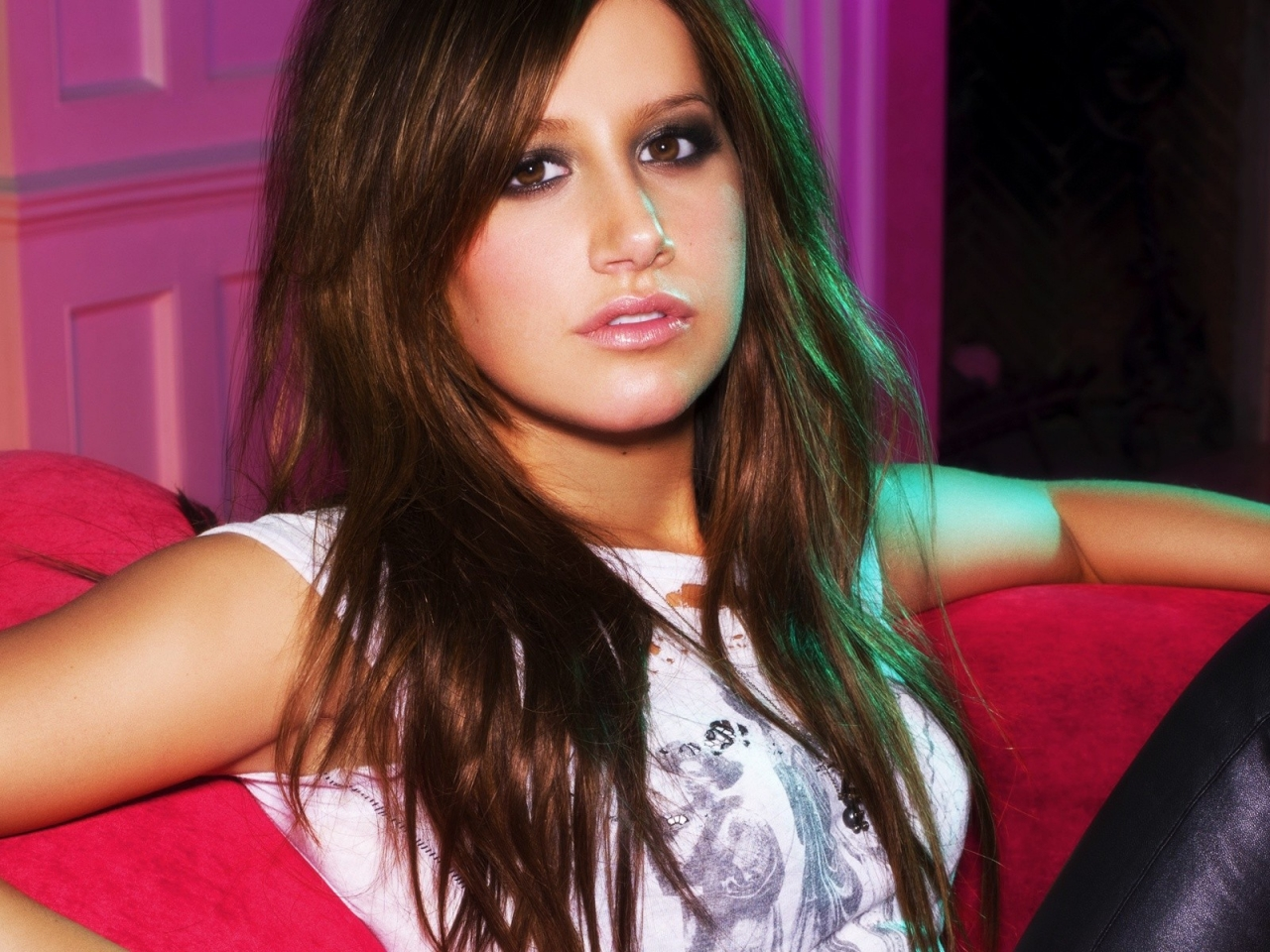 Ashley Tisdale hermosa - 1280x960