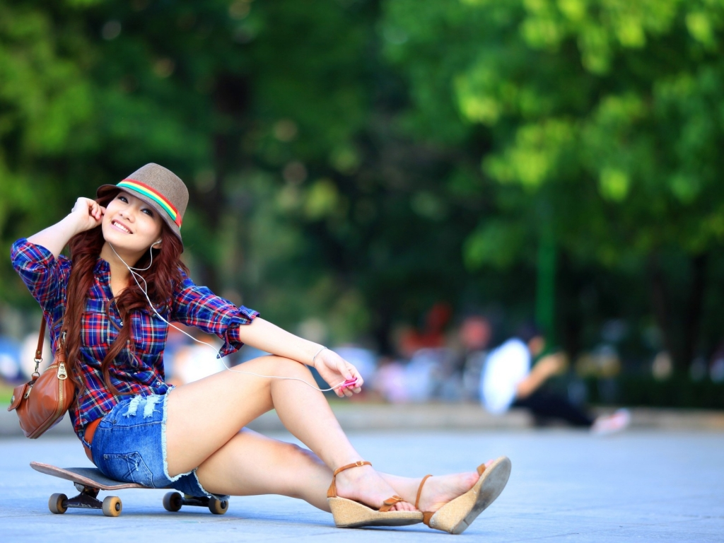 Asiática en Skate - 1024x768