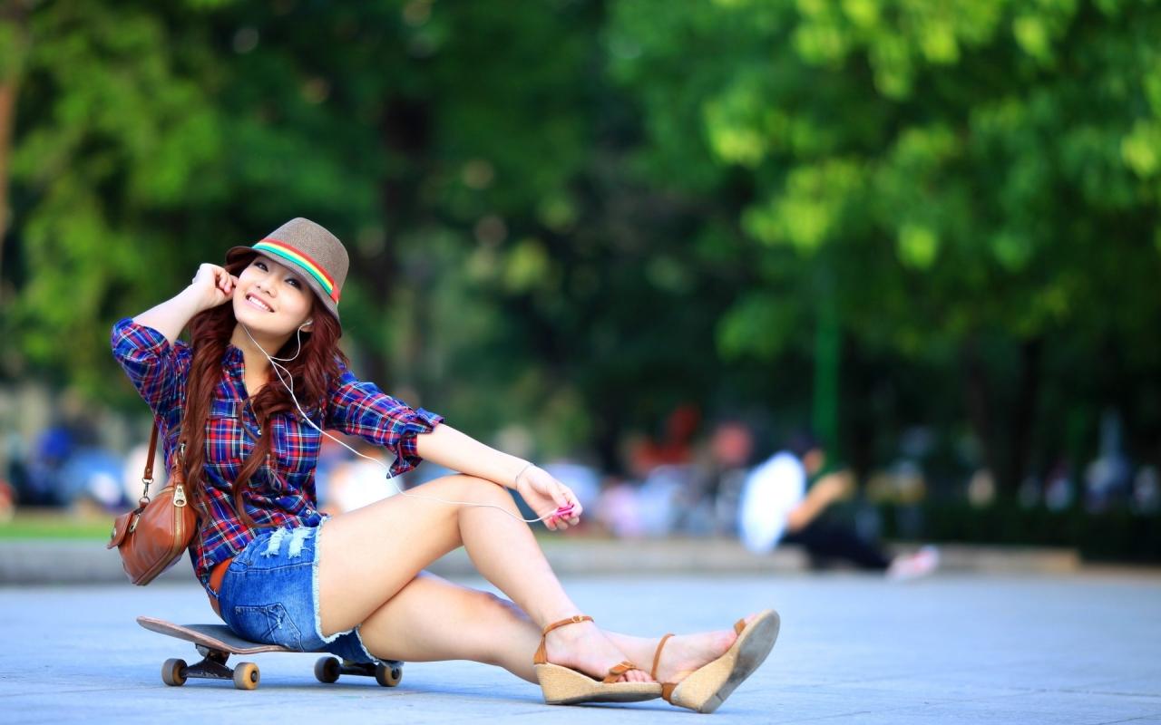 Asiática en Skate - 1280x800