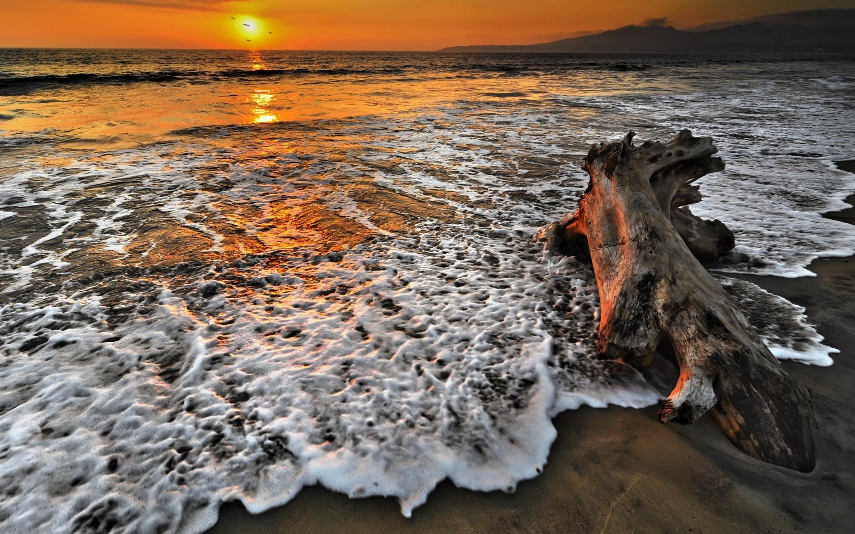 Atardecer en playas - 1680x1050