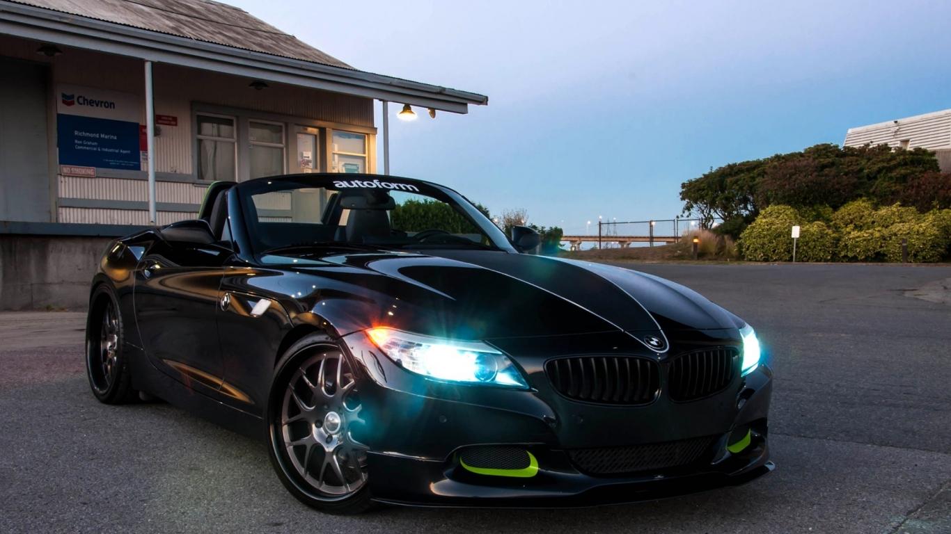 BMW Z4 negro - 1366x768