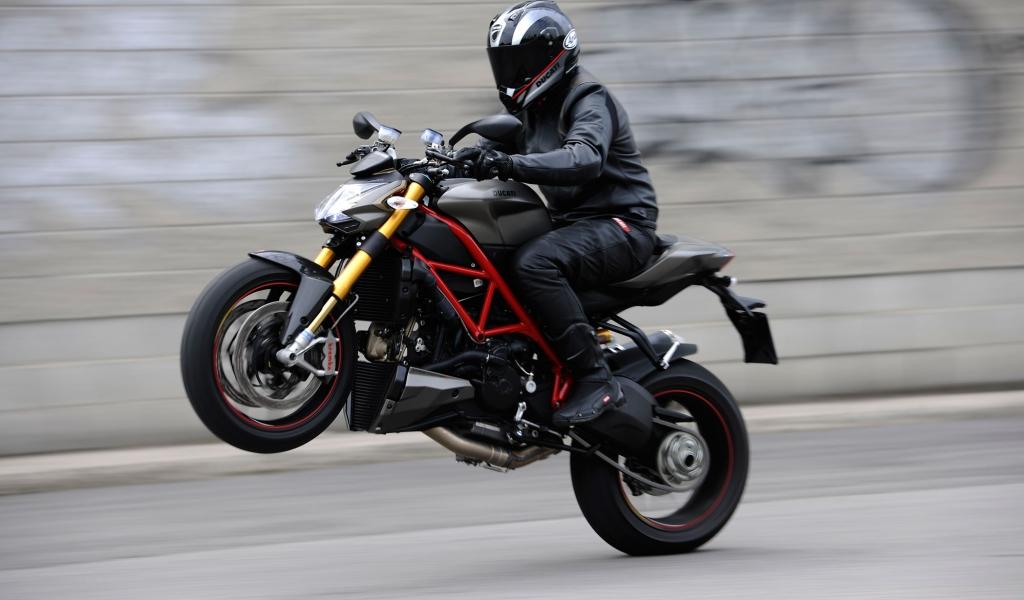 Caballito en Ducati - 1024x600