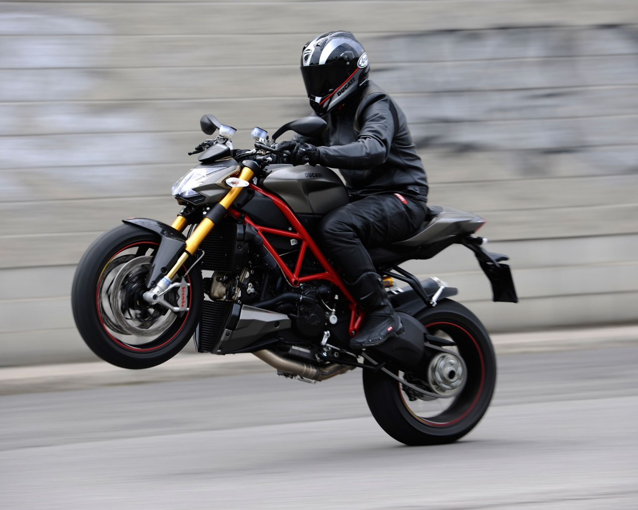 Caballito en Ducati - 1280x1024