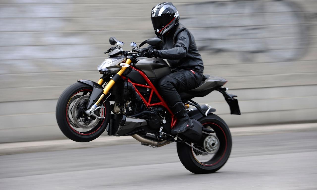 Caballito en Ducati - 1280x768