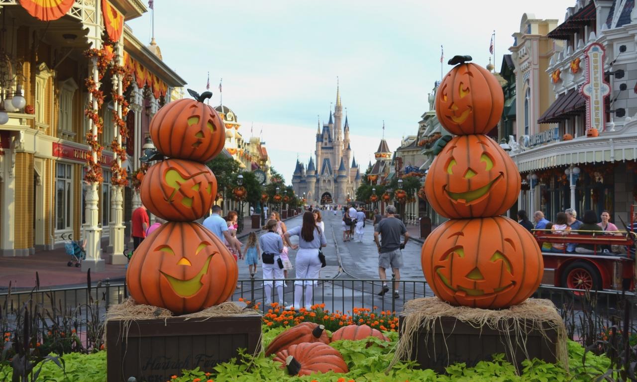 Calles decoradas por halloween - 1280x768